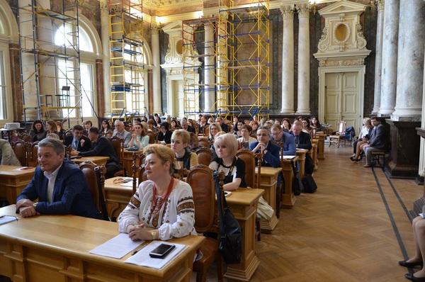 Професійний розвиток педагогів в умовах реформування освітньої галузі України