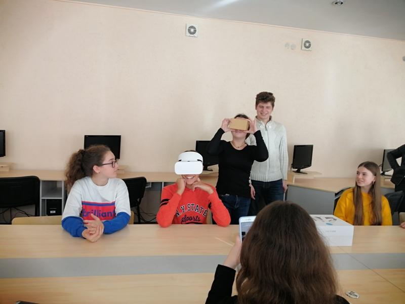 (Українська) Викладачі та студенти фізико-математичного факультету проводять профорієнтацію у STEM-центрі